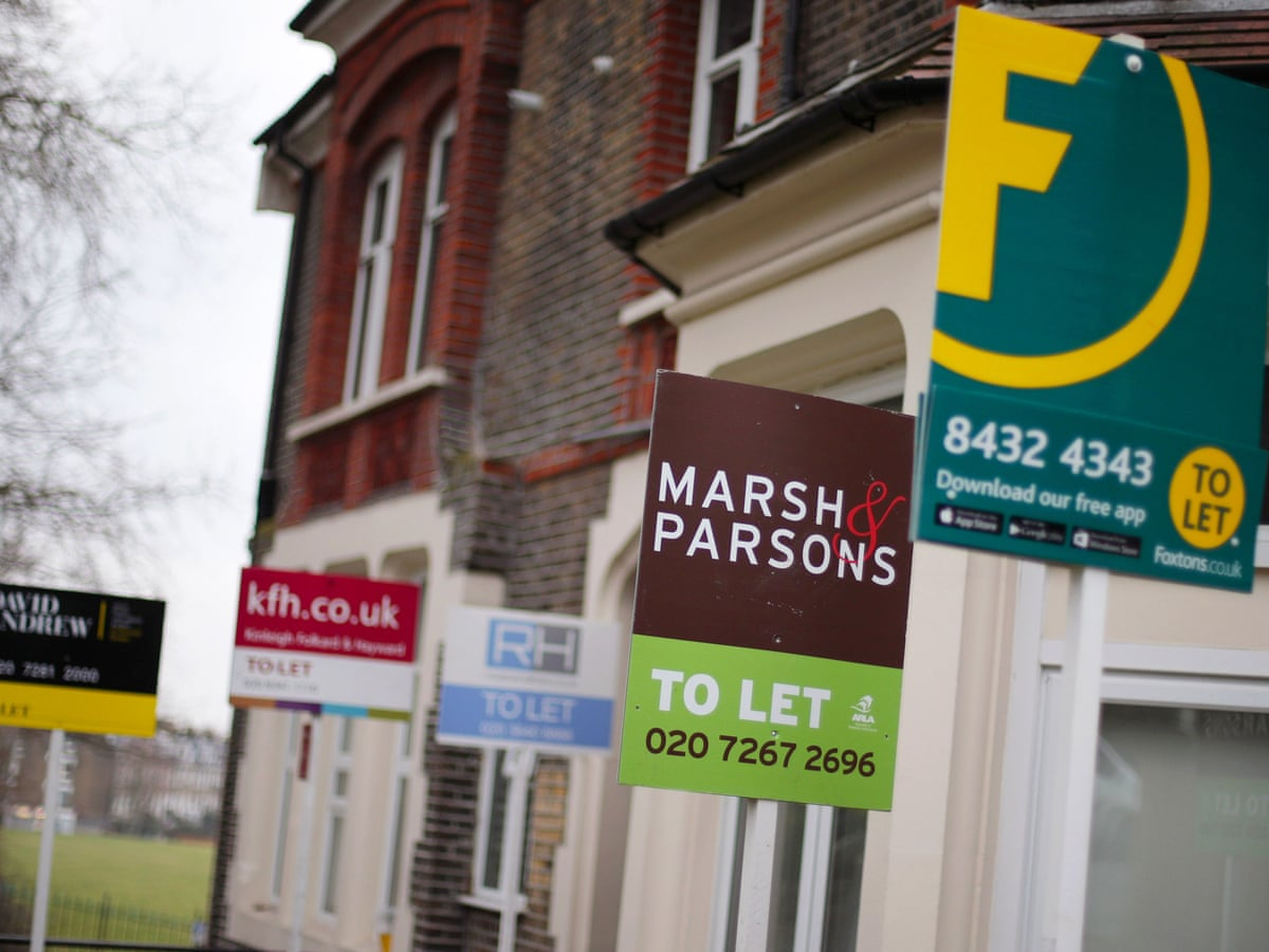 Average UK house prices fell £ 10,000 in July.